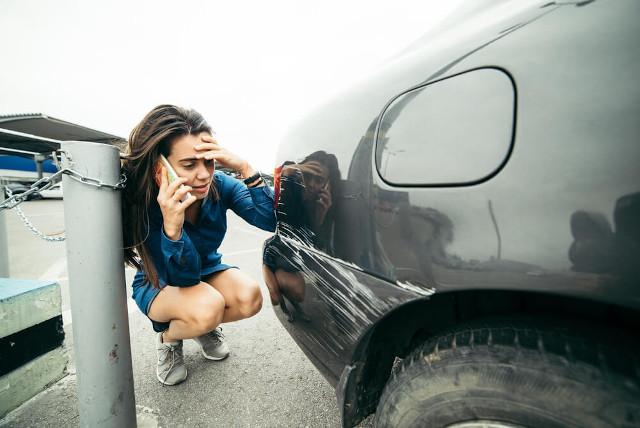 szkoda parkingowa wypożyczalnia samochodów